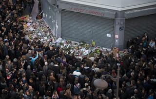 Francja składa hołd ofiarom zamachów