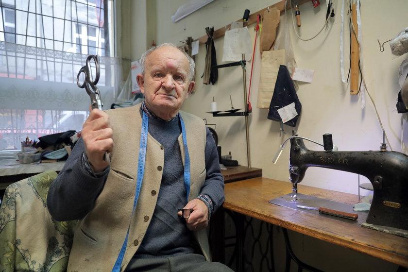 90-letni krawiec z Łodzi obronił się przed bandytą. Właśnie sąd skazał napastnika na 3,5 roku więzienia.