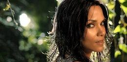 Halle Berry reklamuje swoje nowe perfumy