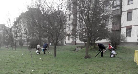 Radnici opštine Stari grad uz pomoć, kako kažu, novih uređaja očistili su travnjak