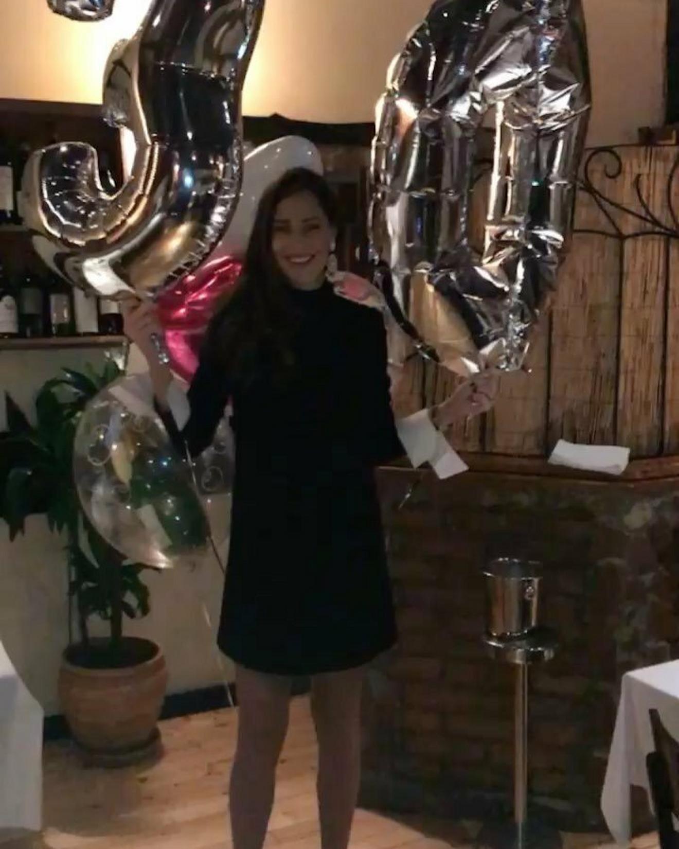Crna haljina za rođendansku žurku u Beogradu