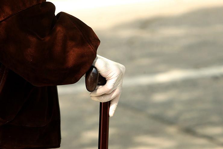 stari-penzioneri-zastita-rukavice-foto-S-PASALIC