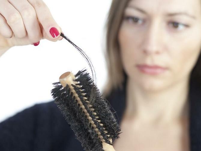 Mnoge žene muči opadanje kose: Problem rešavaju ovi PRIRODNI LEKOVI!