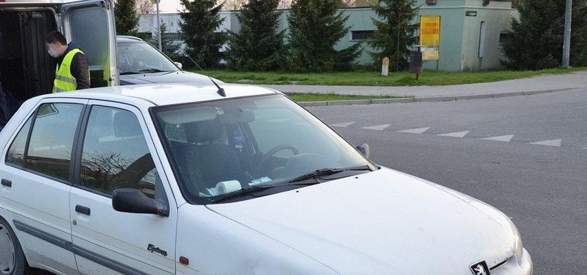 Ciągnął psa za samochodem. Zwierzę nie przeżyło
