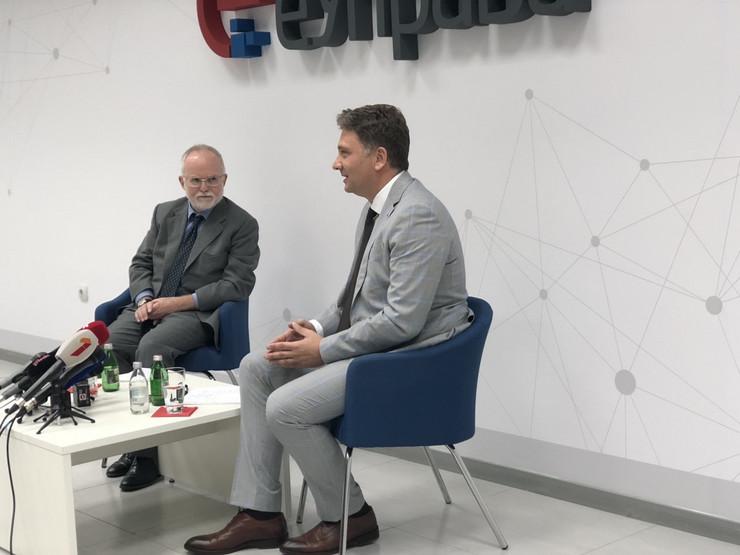 Mihailo Jovanovic i Denis Kif daju izjave