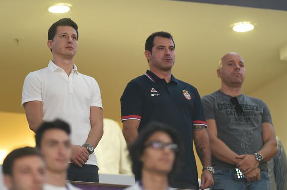 Marko Pantelić i Dejan Stanković slušaju intoniranje himne