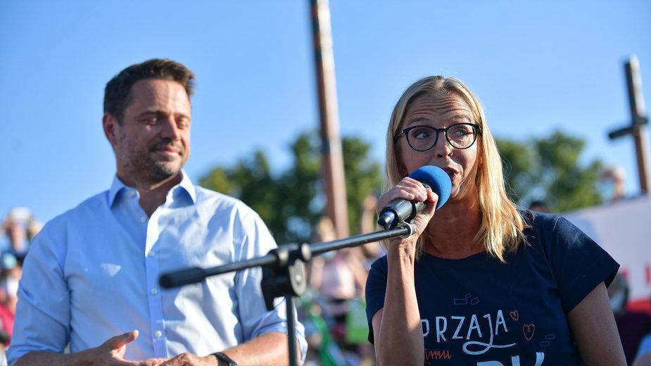 Małgorzata Trzaskowska z mężem podczas kampanii wyborczej w lipcu