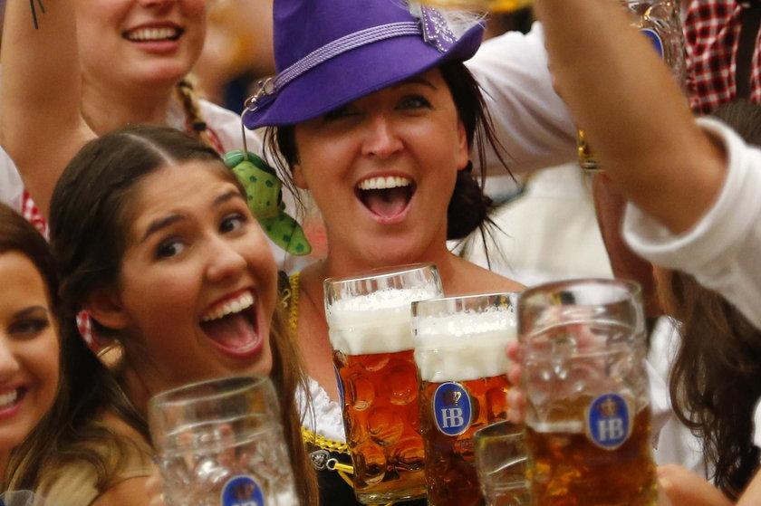 Opici piwskiem na Oktoberfest