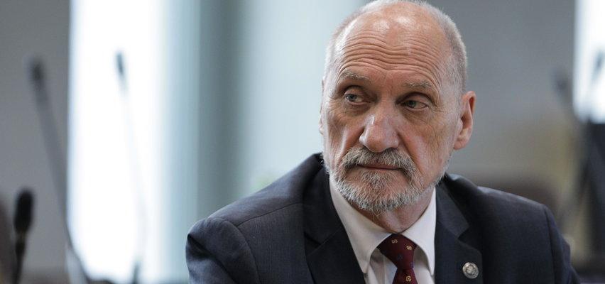 """Macierewicz oskarża policję. """"Strzelała do polskich patriotów"""""""