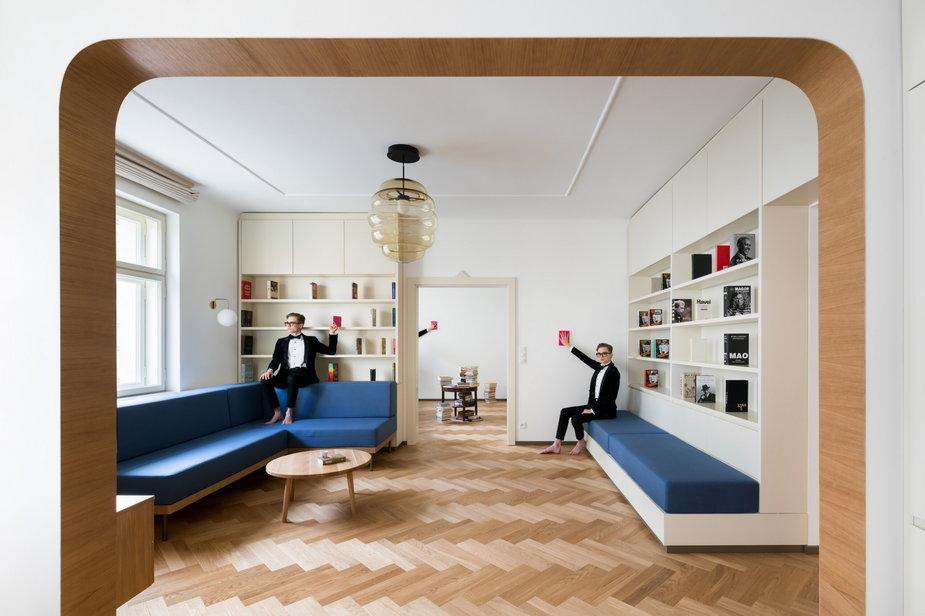 Praga: renowacja mieszkania w kamienicy. Architekci stworzyli tu świetny klimat