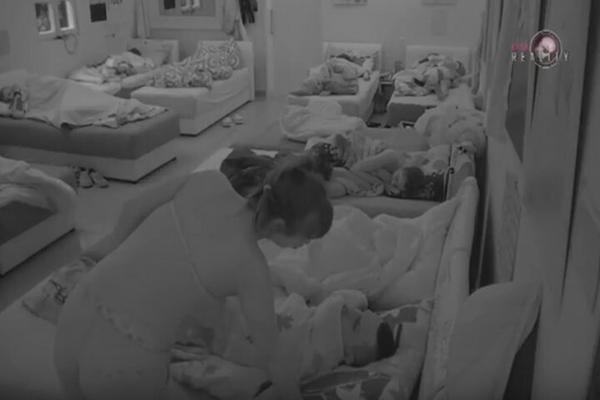 UHVAĆENI NA DELU: Golupčići se prepustili vrelim strastima ispod pokrivača, a onda ih je Miljana prekinula! VIDEO
