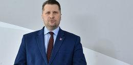 Dyrektor liceum zakazał uczniom używania symbolu Strajku Kobiet. Minister Czarnek odznaczył go medalem