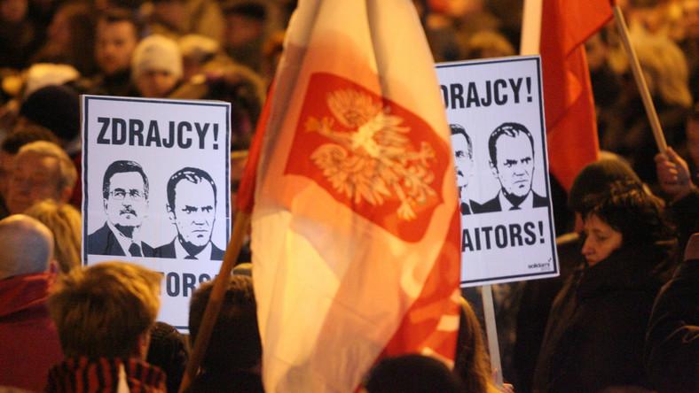 Czarnecki o obraźliwych transparentach: Nie wykluczam prowokacji