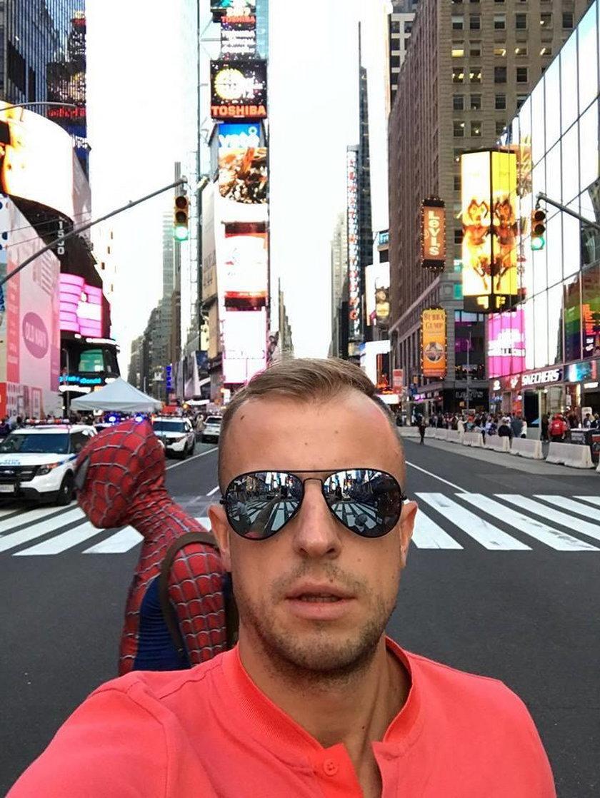 Kamil Grosicki zawstydził Spider-mana w Nowym Jorku. Co za zdjęcie!