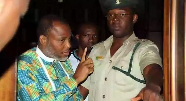 Nnamdi Kanu arguing with prison warden in Abuja