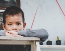 Najszybciej ubóstwo wśród dzieci znika na Łotwie, na drugim miejscu jest Polska.