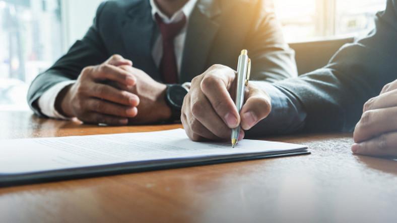 umowa, długopis, dokumenty, spotkanie, praca/fot. Shutterstock