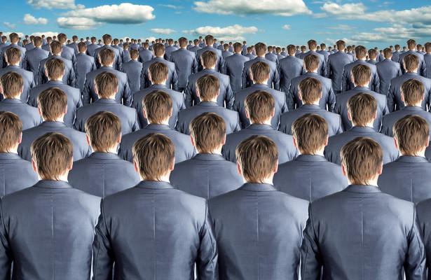 Z sondy DGP wynika, że np. do obsługi 38 komórek organizacyjnych Ministerstwa Finansów zatrudnionych jest 59 osób.