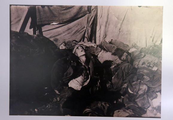 Tela vojnika preminulih na Vidu, 1916. Fotograf: Miloje P. Igrutinović