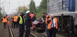 Tragedia na przejeździe kolejowym. Nie żyją dwie osoby