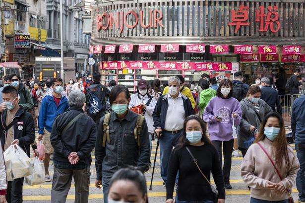 27 maja 2020 r., policja patroluje ulice Hongkongu w czasie, gdy legislatura debatuje nad prawem zakazującym znieważania chińskiego hymnu narodowego.