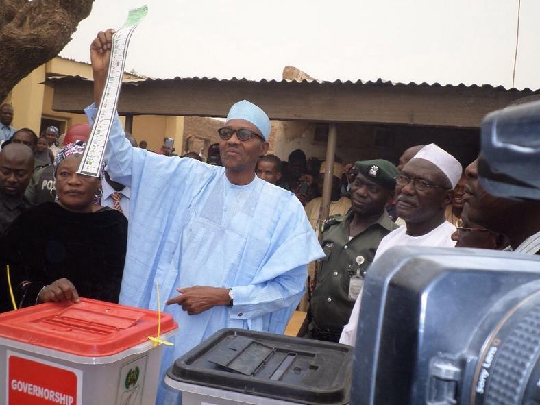 Buhari votes in Daura (Nigerian Times)