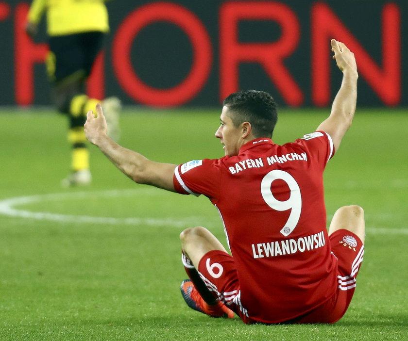 Robert Lewandowski ma kontuzję! Skręcił kostkę na meczu z Borussią