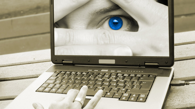 Starsi Polacy boją się internetu