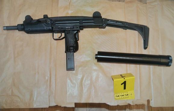 Oružje pronađeno kod naoružanog muškarca s Vračara