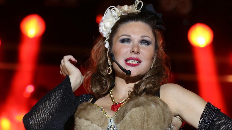 """Dominika Peczynski podczas jednego z koncertów grupy """"Army of Lovers"""""""