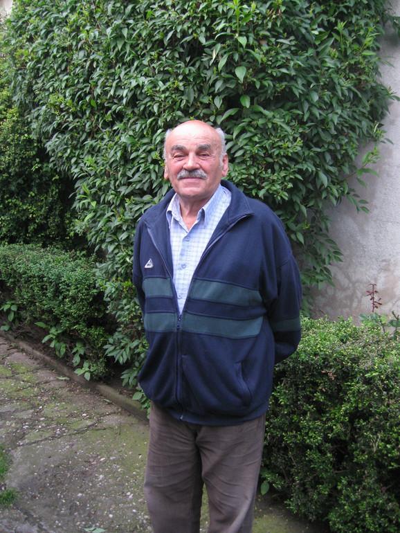 Mihailo Miša Grkinić, penzionisani profesor geografije Zemunske gimnazije
