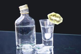 Pijemy więcej, choć alkohol jest trudniej dostępny