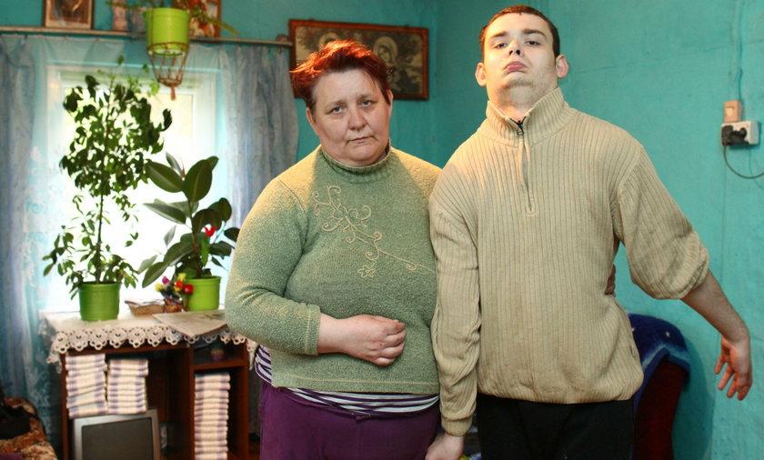 Pani Krystyna  od 25 lat opiekuje się nieuleczalnie chorym synem