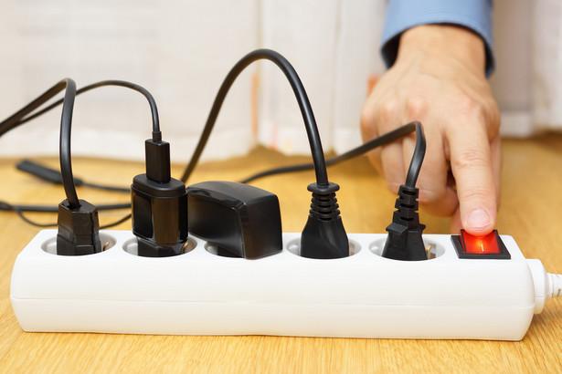prąd, wtyczki, ładowarki