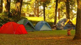 Gadżety na biwak, pod namiot i weekend pod chmurką. Co warto zabrać?