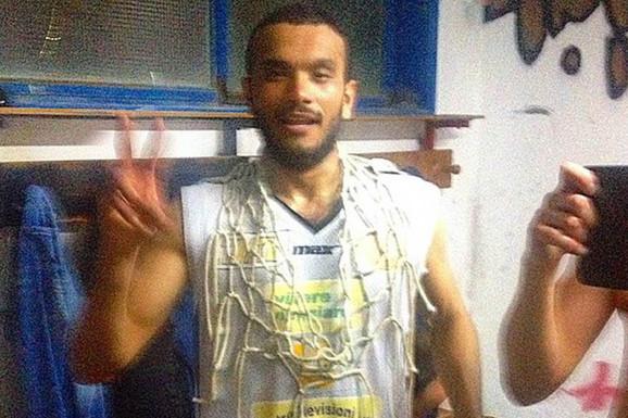 Strašne vesti iz Italije! TRAGEDIJA NA KOŠARKAŠKOM TERENU, igrač Fortituda se usred meča srušio na parket i ubrzo preminuo