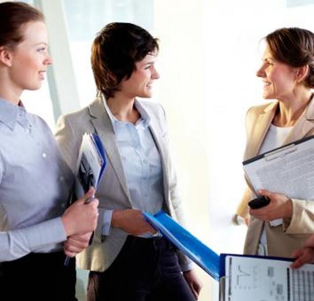Pracownikom zatrudnionym na podstawie umowy o pracę przysługują dni wolne na poszukiwanie pracy.