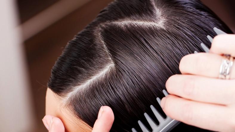 Jak działa keratynowa kuracja włosów?