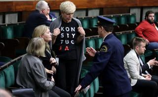PiS chce, aby posłowie zachowywali się odpowiednio także poza Sejmem. Przygotowuje nowelę ustawy