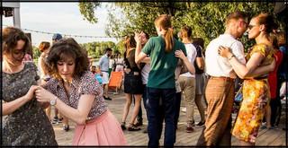 Let's swing! Potańcówki nad Wisłą w starym, amerykańskim stylu