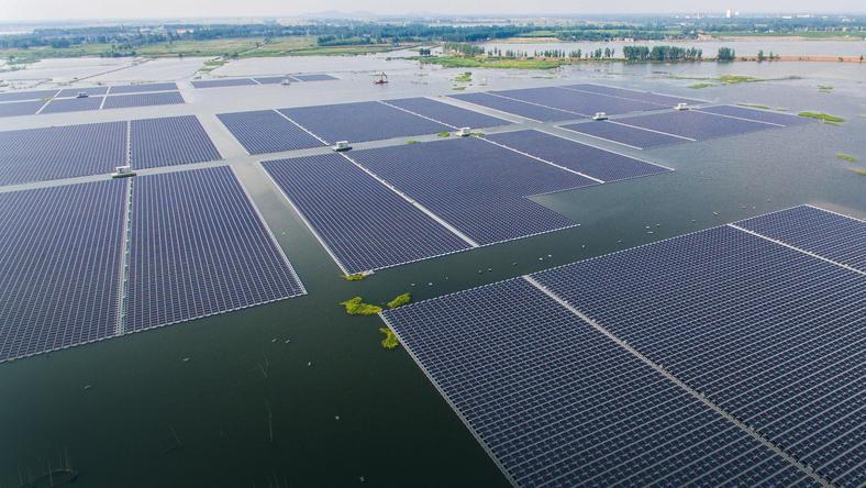 Pływająca elektrownia słoneczna na jeziorze Huainan w Chinach