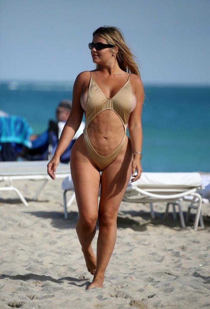 Anastasija Kvitko na plaži