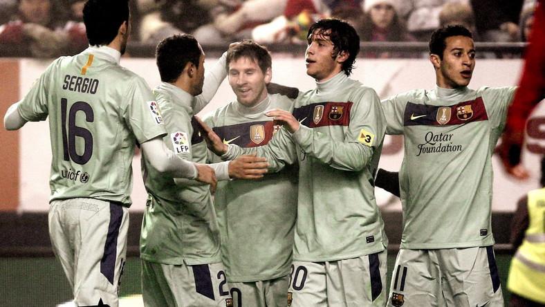 Piłkarze FC Barcelona cieszą się po strzeleniu bramki