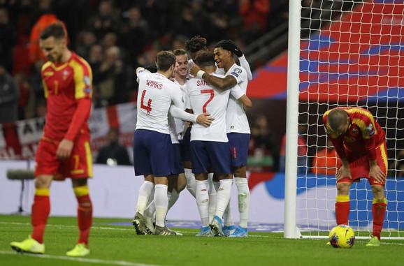 Fudbalska reprezentacija Engleske, Crne Gore