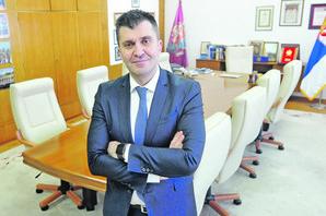 """AFERA """"SOS TELEFON"""" Ministar Đorđević izbegava odgovor na glavno pitanje, a u nedostatku argumenata ZBIJA ŠALE"""