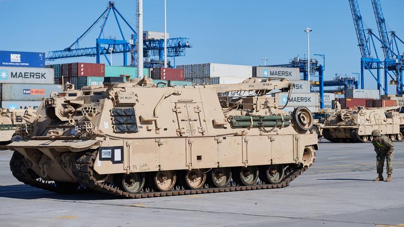 Sprzęt wojskowy dotarł do portu w Gdańsku