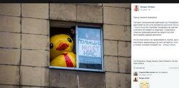 25 dni aresztu za kaczkę w oknie. Sąd: To był udział w demonstracji
