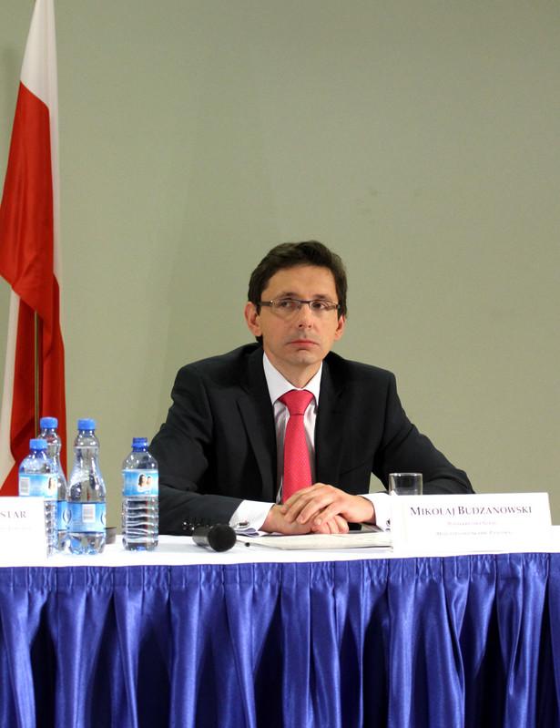 Szef resortu prywatyzacji Mikołaj Budzanowski liczy na zyski państwowych spółek giełdowych.