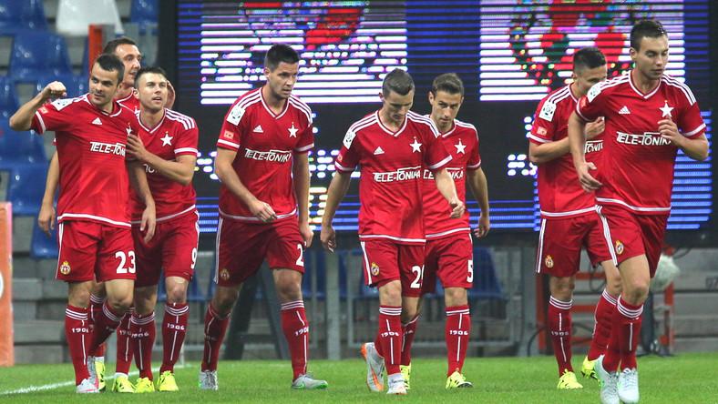 Napastnik Wisły Kraków Paweł Brożek (L) cieszy się z bramki strzelonej Podbeskidziu Bielsko-Biała, podczas meczu 9. kolejki T-Mobile Ekstraklasy