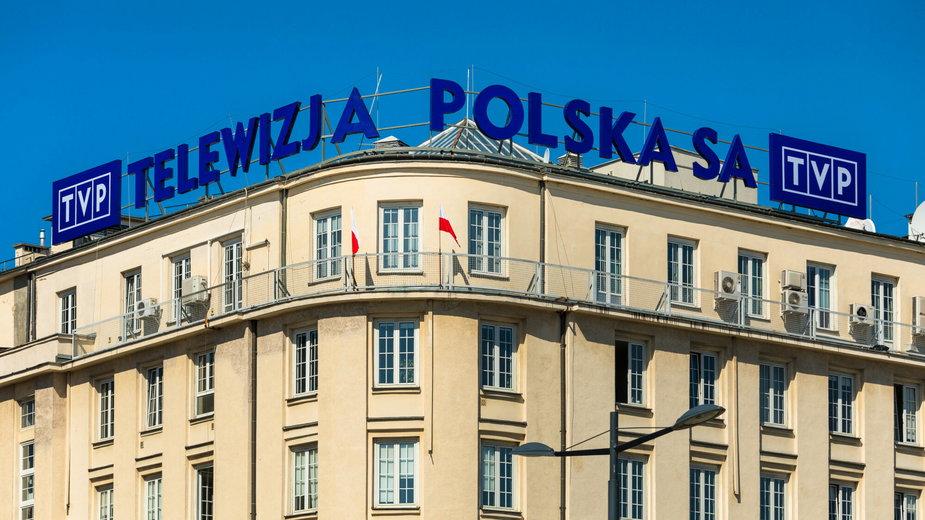 Logo Telewizji Polskiej S.A. przy placu Powstańców Warszawy